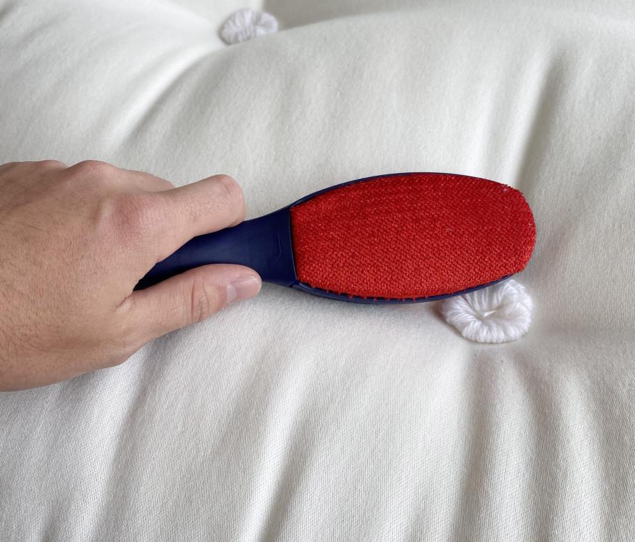 How to clean a mattress brush clean